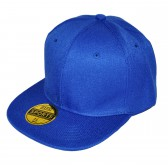 Синяя кепка с прямым козырьком