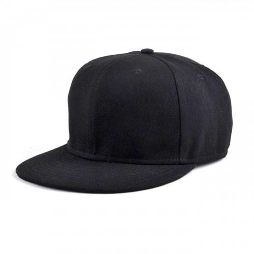 Черная кепка с прямым козырьком