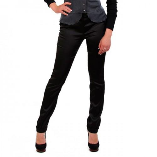С чем носить черные атласные брюки